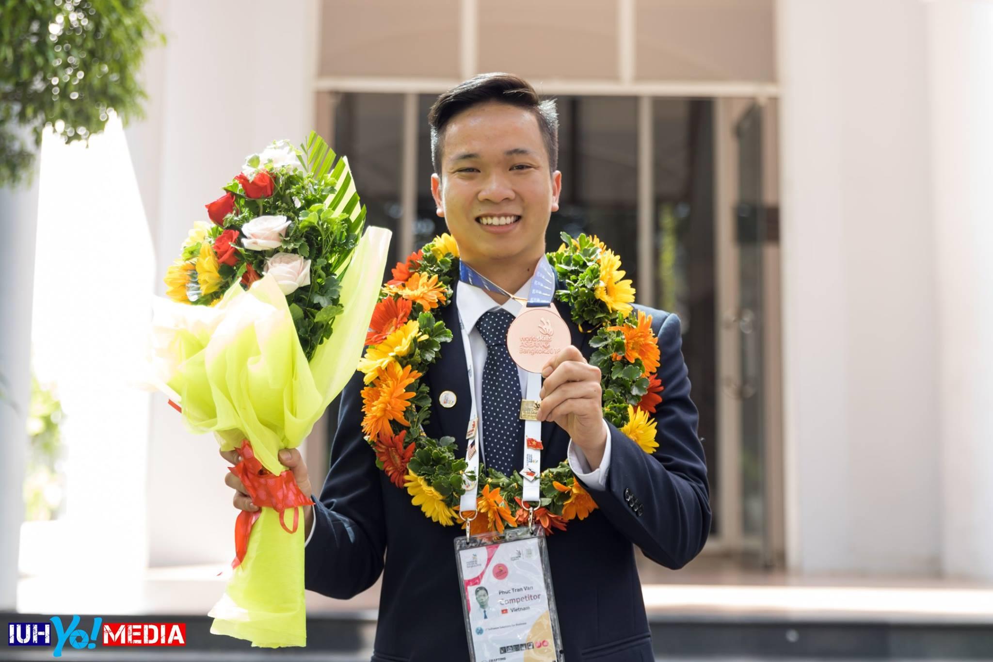 Sinh viên Trường Đại học Công nghiệp TP.HCM nhận Giải thưởng Công nghệ thông tin và truyền thông năm 2018