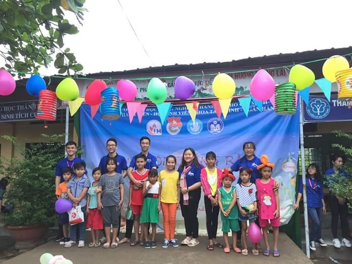TRUNG THU YÊU THƯƠNG 2018: Một mùa trung thu ý nghĩa với Sinh viên tình nguyện